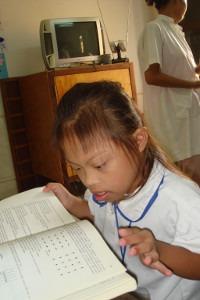 Petite fille cambodgienne porteuse de trisomie 21