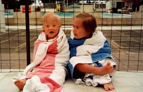 Enfants trisomiques à la piscine