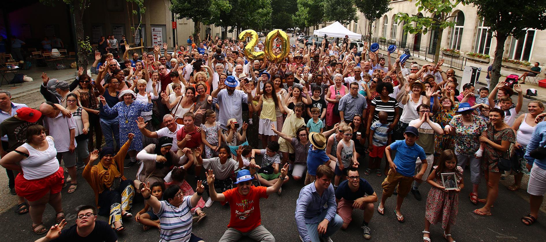 Photo de foule des 20 ans de l'Institut Lejeune